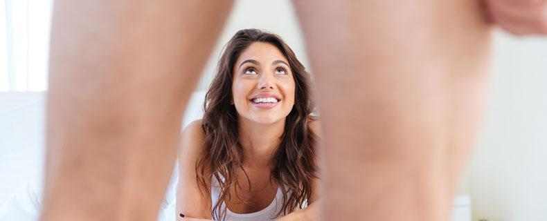 Dahin schauen Mädels bei einem nackten Mann zuerst
