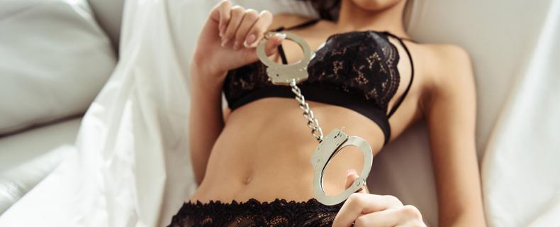 Mit handschellen sex Geiler Sex